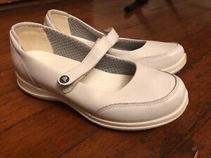 Crocs Saffron Leather Non-Slip Work
