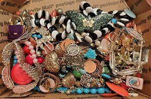 VINTAGE MODERN JUNK DRAWER LOT UNSORTED UNSEARCHED.  WEAR-REPAIR-CRAFT
