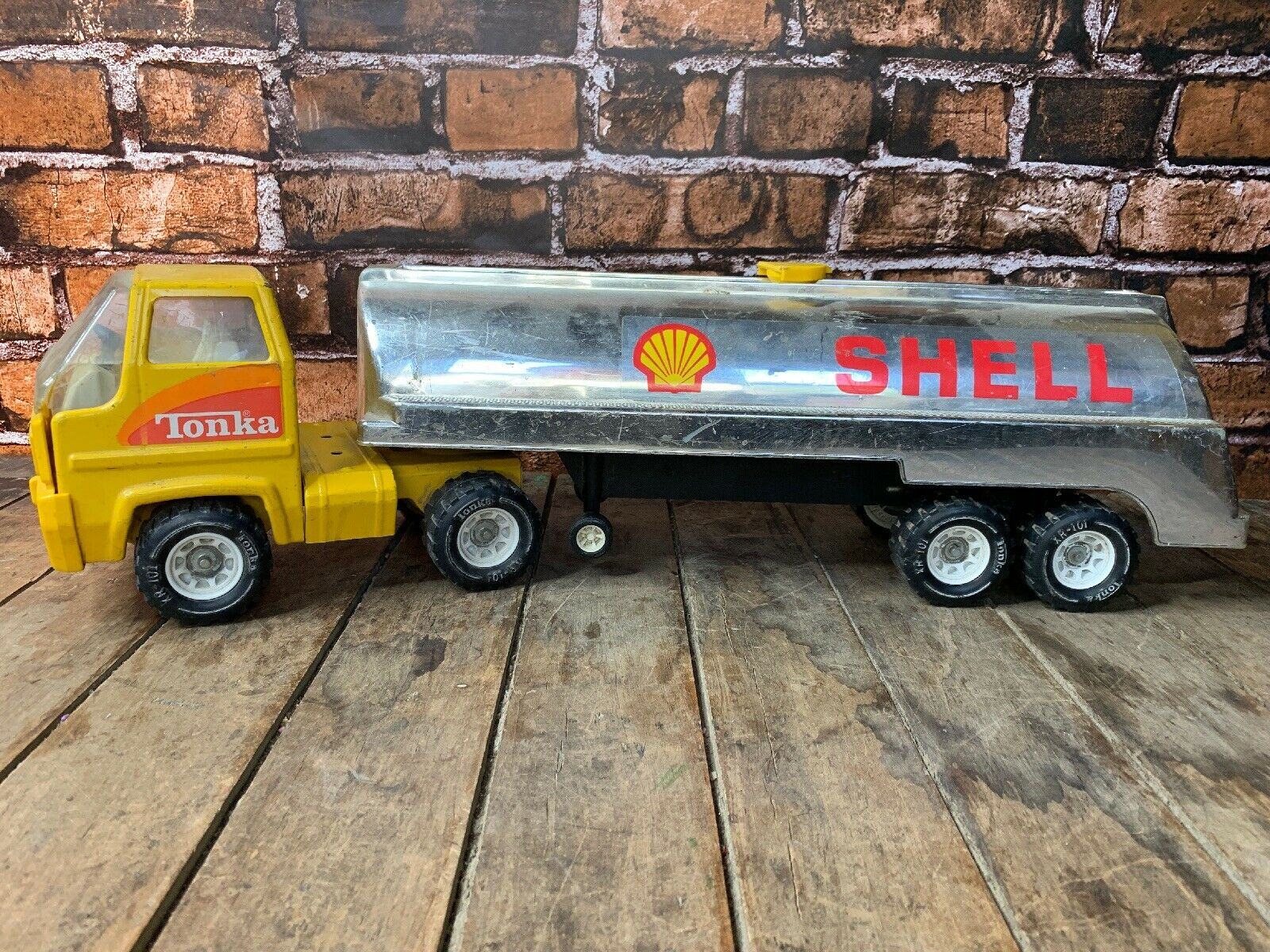 """Vintage Tonka Gas Tanker Truck  Shell Gas  Metal  Two Pieces  Yellow 26"""""""