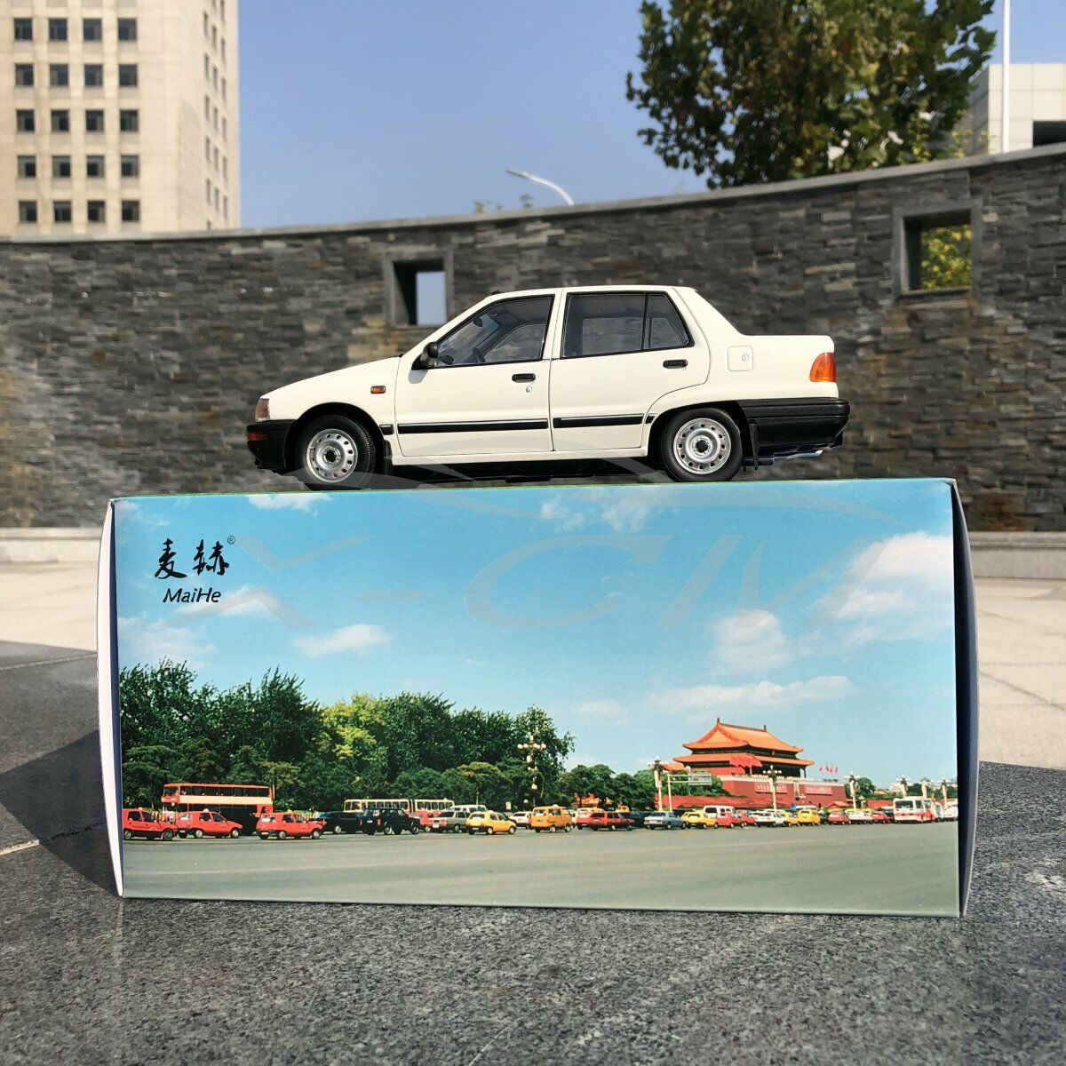 Modello AUTO DIECAST yiqi cinese Tianjin xiali TJ7100 Berlina 1 18 (bianco) + REGALO