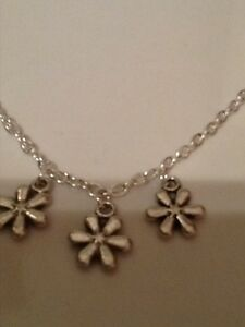 Daisy necklace silver in colour 16 inch chain - <span itemprop='availableAtOrFrom'>Stoke-on-Trent, United Kingdom</span> - Daisy necklace silver in colour 16 inch chain - Stoke-on-Trent, United Kingdom