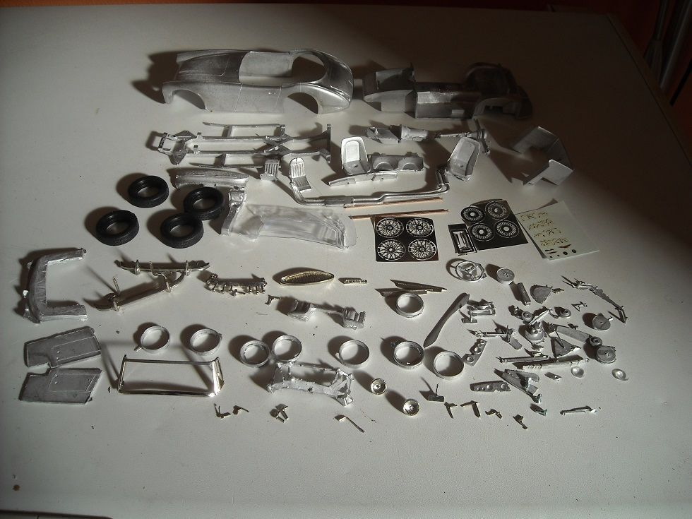 Austin Healey 3000 Mk3 1 24th scale white metal kit  by K & R Replicas