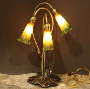 TIFFANY-STYLE-TABLE-LAMP-LILY-PAD-METAL-BASE