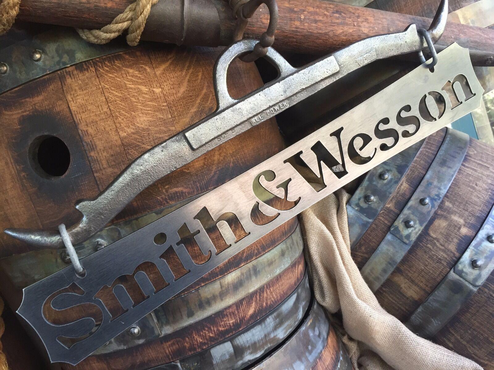Pistola de metal de hierro Wesson SIGN parojo arte Smith placa Hunter Cabaña Rustica Vintage