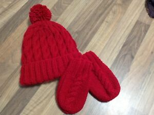 HAND KNITTED BABY HAT AND MITTEN SET RED CABLE AGE 0-3 MTHS - 3 ... 4a1057dd210