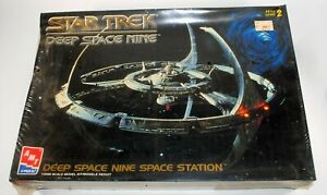 Star-Trek-Deep-Space-9-Space-Station-Model-Kit-AMT-8778-Factory-Sealed-1994