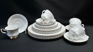 Royal-Albert-Val-D-039-Or-Set-of-Four-5-Piece-Place-Settings-Dor