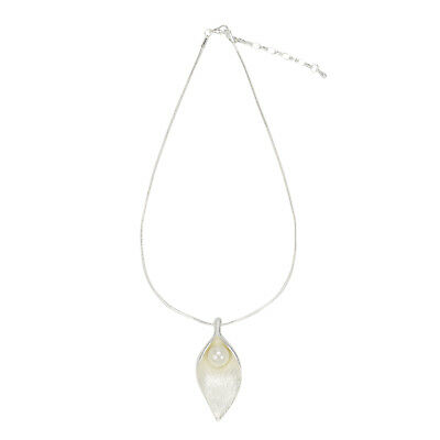 D X London Simple Silver Tone Chain Lily With Pearl Necklace