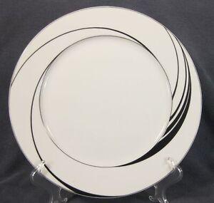Block-White-Pearl-Dinner-Plates-Spal-Jewels-Black-Swirls-Jack-Prince-Portugal