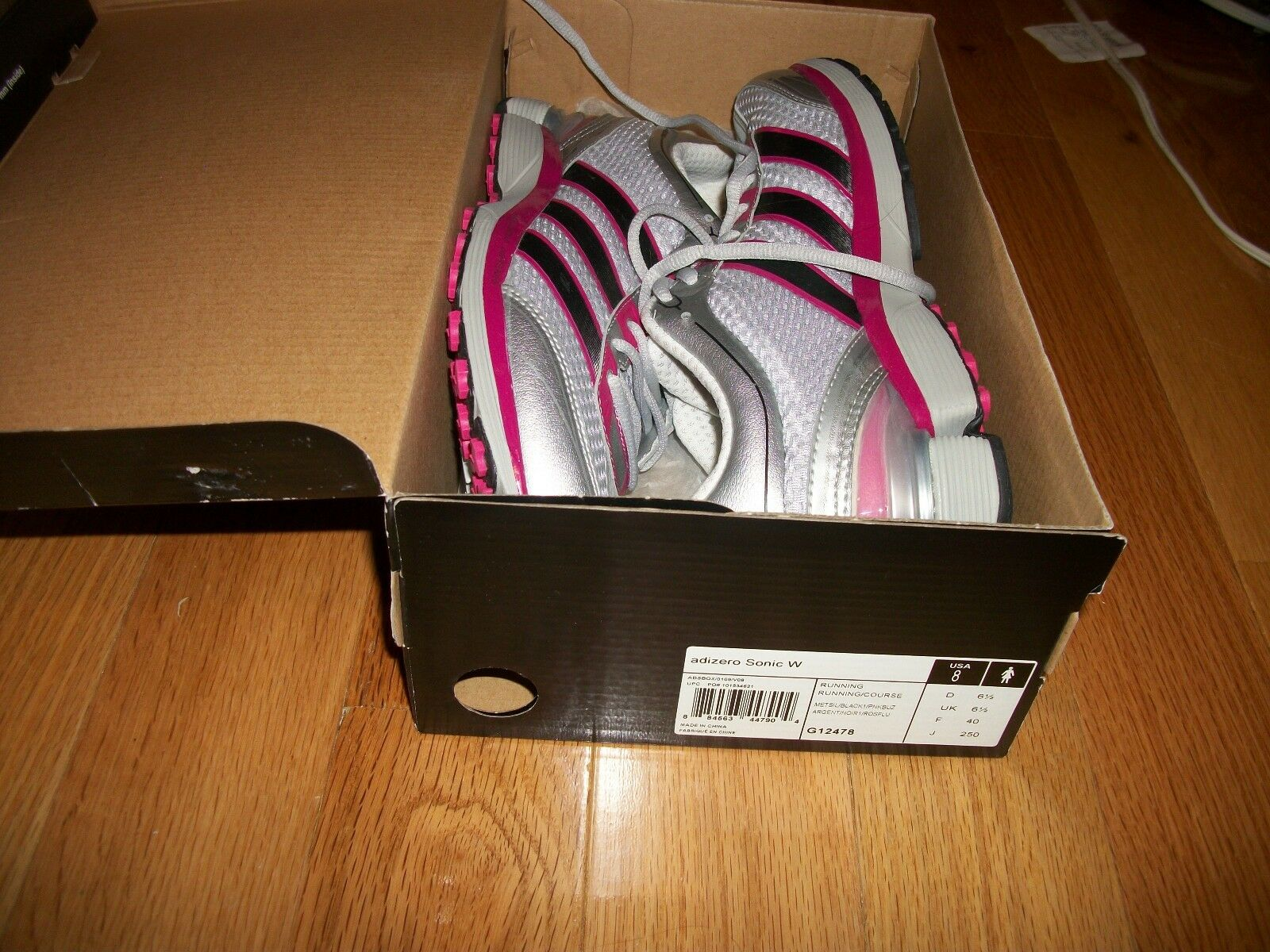 Adidas womens shoes never been wore size 8 with the box