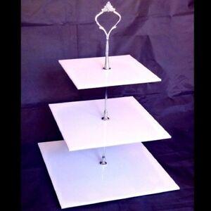 Trois-niveaux-gateau-carre-stand-disponible-dans-une-gamme-de-couleurs