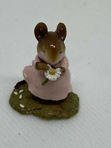 Wee-Forest-Folk-Loves-Me-Flower-William-Peterson-1998-Retired