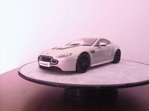Aston-Martin-V12-Vantage-S-1-18-AUTOart-TOP-Zustand-Mint-condition