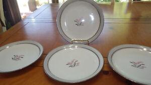 Noritake-Salad-Plate-Lilybell-5-7-034-Salad-Dessert-Plates-rimmed-in-Platinum-EUC