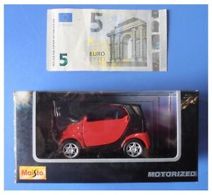 Smart-rossa-nera-motorized-pull-back-retrocarica-modellismo-marca-Maisto-1-33