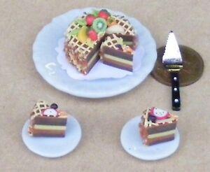 1:12 Scale sliced pork CAKE ON CERAMIC PLATE tumdee Dolls House Kitchen