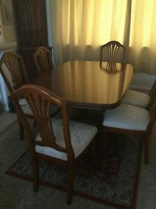 Yew-Extendable-Dining-Table-with-6-Chairs