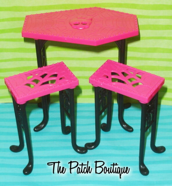 MONSTER HIGH CREEPATERIA BEAST BITES CAFE DOLL SIZE FURNITURE PUB TABLE u0026 CHAIRS  sc 1 st  eBay : monster high table and chairs - Cheerinfomania.Com