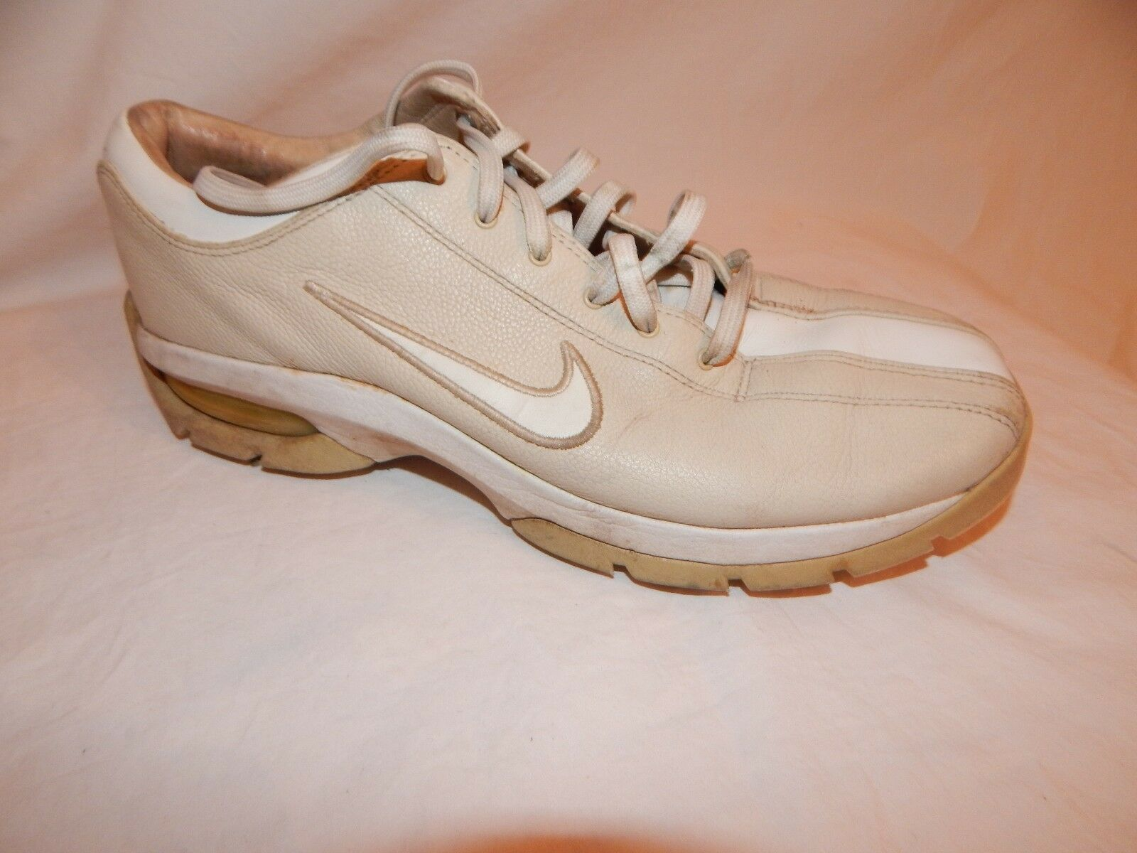 Ladies Shoes Nike Sport Performance Golf Shoes Ladies size  7.5 Tan White ae3927