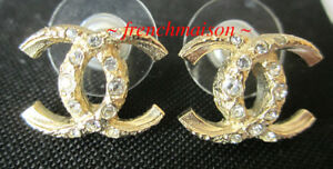 AUTHENTIC-CHANEL-CC-Logo-Earrings-Gold-2018-Classic-Pierced-Rare-New-Sold-Out