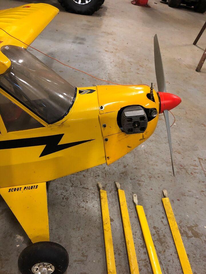 Fjernstyret fly Piper cub