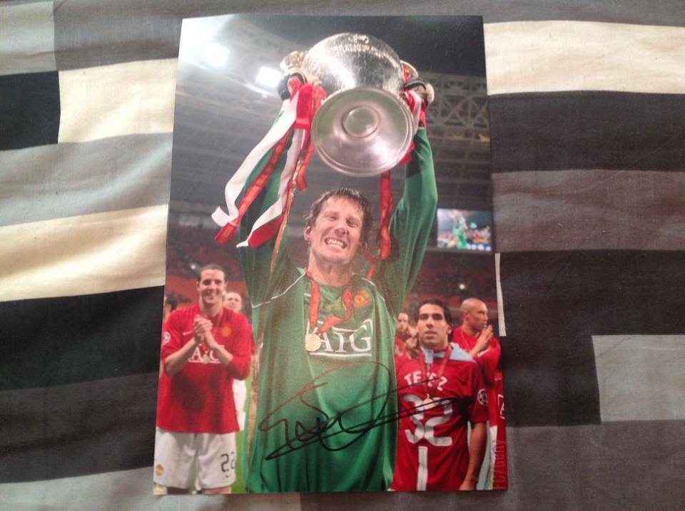 EDWIN VAN DER SAR MAN UTD HAND SIGNED 12 X 8 PHOTO CUP MANCHESTER UNITED COA