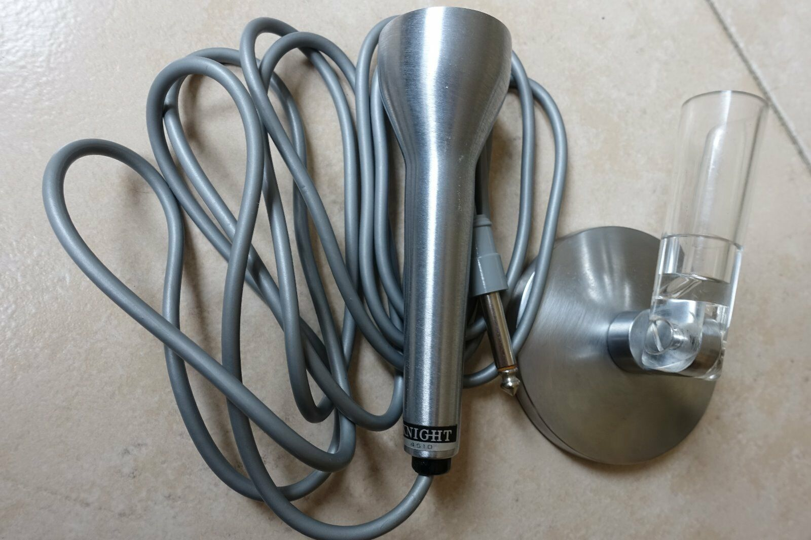 Microphone knight 5410 avec support vintage