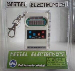 World-039-s-Coolest-Mattel-Electronics-CLASSIC-FOOTBALL-Mini-Handheld-Game-Keychain