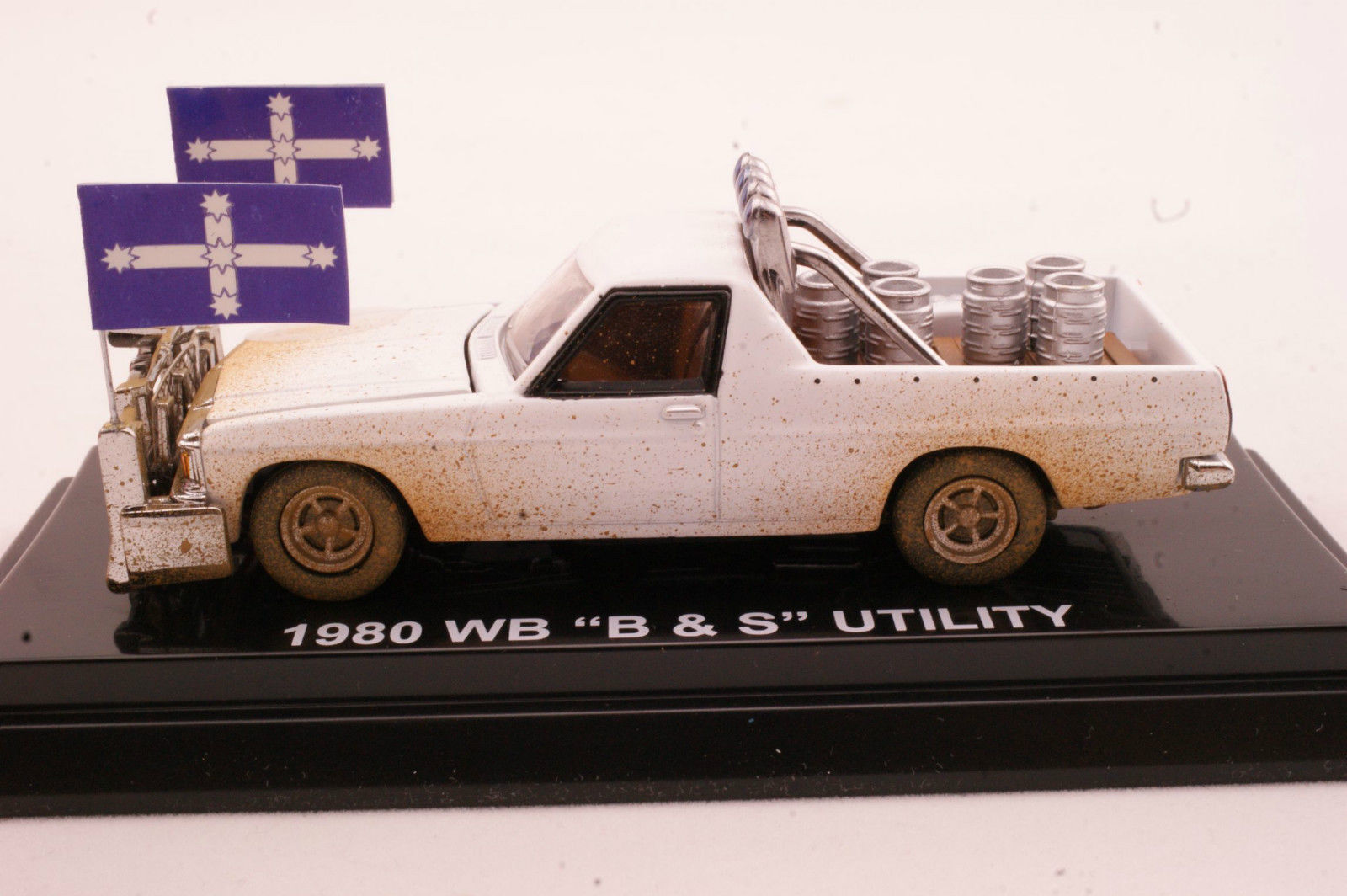 NEW Cooee Road Ragers 1980 Holden WB WB WB V8 Ute B & S Alabaster blanco Dirt Look 1 64 9d7ecd