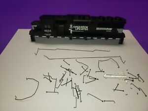 AS-IS-PARTS-HO-SCALE-ATHEARN-NORFOLK-SOUTHERN-GP-60-LOCOMOTIVE-CASING-AND-PARTS