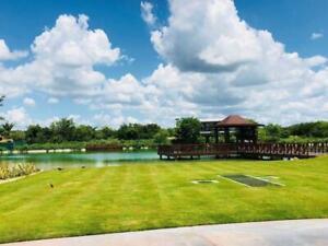 Exclusivo Terreno Frente a Campo de Golf y Lago en Yucatán C