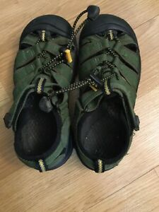 Keen-Outdoor-Hiking-Shoes-Sandals-Kids-Youth-Size-1-Green-Blk-Waterproof