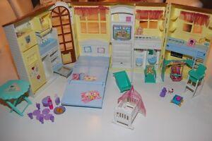 rarit t barbie haus happy family zusammenklappbar barbie ken ebay. Black Bedroom Furniture Sets. Home Design Ideas