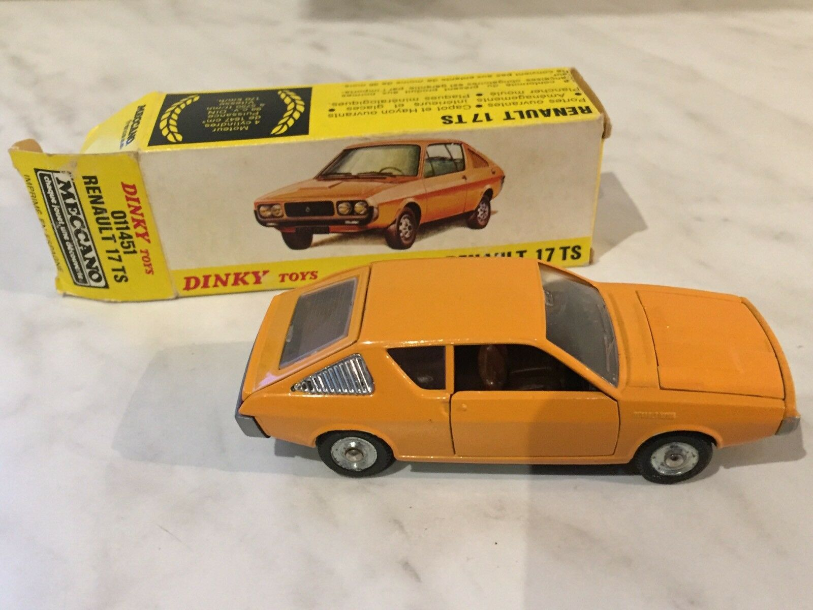 Dinky Toys F n° 1451 Renault R17 TS en boite 1 43 Made in Spain