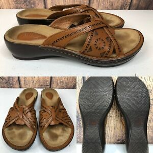 Details about Womens CLARKS ARTISAN 73763 Brown Cut Out Leather Sandals Slides SIZE 7.5 Narrow