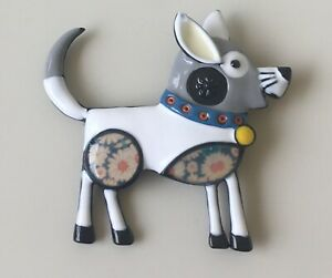 Vintage-style-artistic-Dog-brooch-in-enamel-on-metal