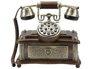 Nostalgisches-altes-Telefon-mit-neuer-Technik-1903