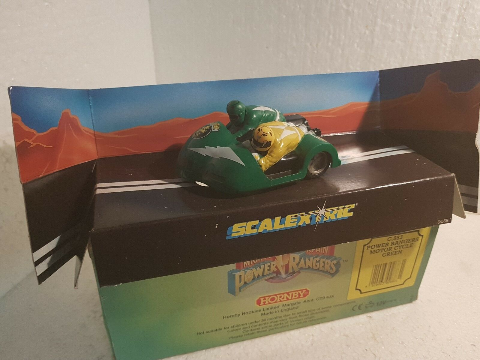 Qq C883 SCALEXTRIC UK POWER RANGERS MOTORE CYCLE  verde TOMMY & TRINI C 883