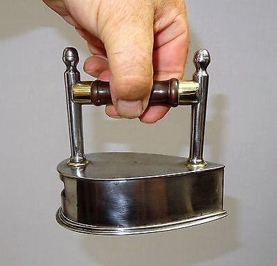 rarissime petit  fer  à repasser à lingot  en fer forgé de 1887 - repassage