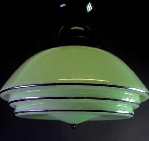 tolle-ART-DECO-Deckenlampe-MITHRAS-gruenes-Glas-mit-schwarzer-Fassung