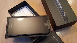 Apple-iPhone-5-16GB-in-Schwarz-ohne-Simlock-ohne-Branding-OVP-WIE-NEU