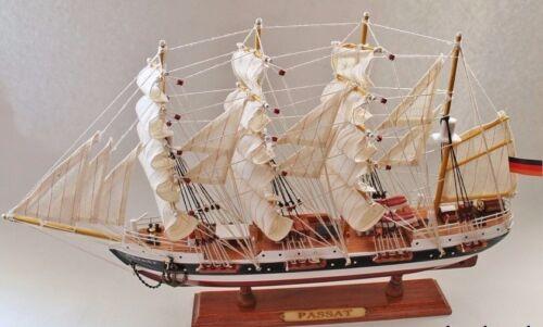 Schiffsmodell Traditionssegler Passat ca.50 x 31 x 9cm Holz mit Stoffsegel