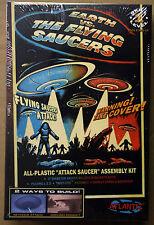 UFO Earth Vs. Flying Saucers UFO incl. illuminazione a LED, ATLANTIS 1005