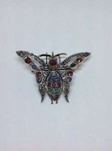 Broche-Papillon-Diamants-Rubis-Saphirs-Emeraudes-Argent-et-Or-18ct