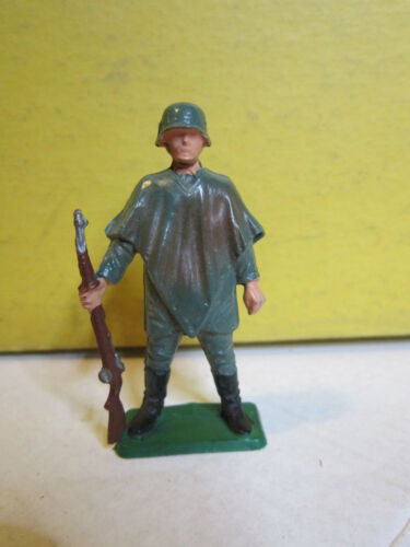 1/32 65 mm STARLUX  SOLDAT ALLEMAND FUSIL AU PIED AVEC PONCHO WWII