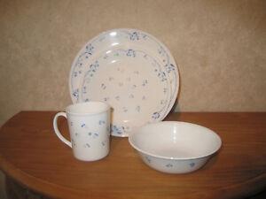 CORNING *NEW* BLUE CORELLE Set 16 pièces Assiettes + tasses Set plates + cups np7NSiyx-08052602-394841581