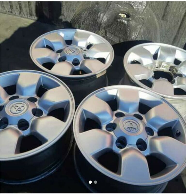 15 inches Toyota Hillux mags for sale very good