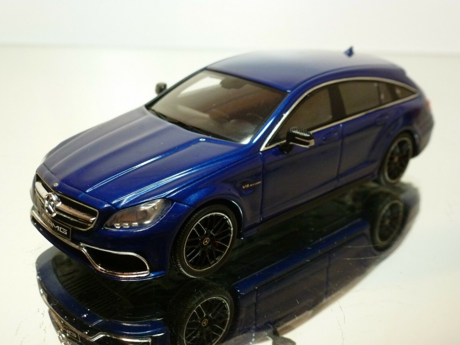 SPARK MERCEDES BENZ CLS 6.3 AMG - bleu METALLIC 1 43 - EXCELLENT - 39