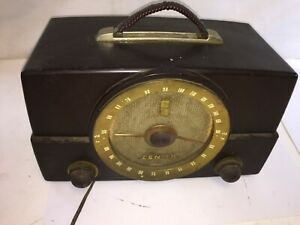 Vintage-Zenith-Bakelite-Tube-Radio-Made-in-USA-Model-G725