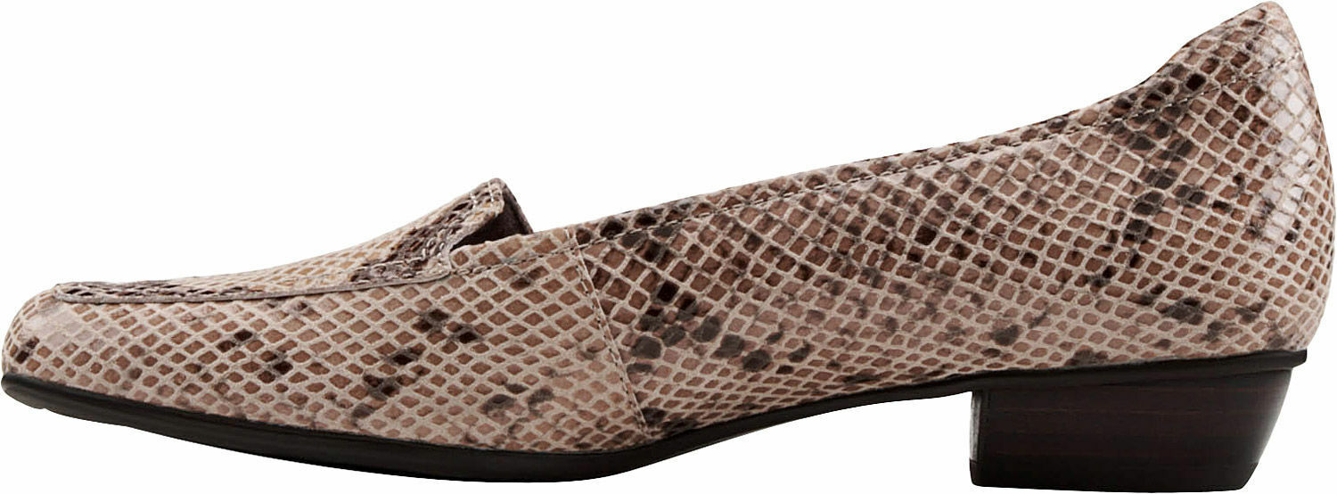 CLARKS TIMELESS Slip On Dress Loafers SIZE 7 XWide  New In Box